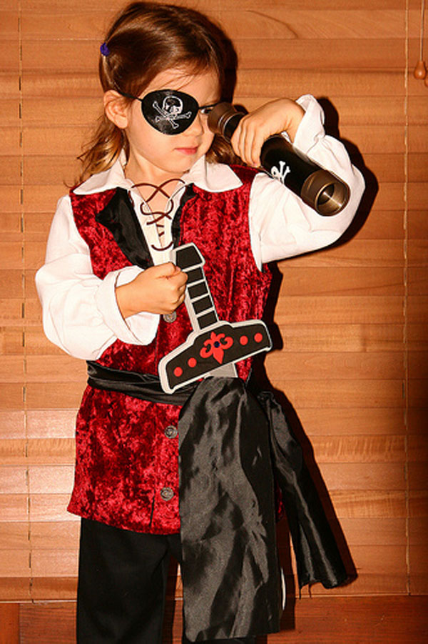How-to-Make-a-Girls-Pirate-Costume