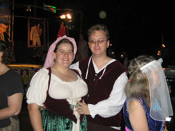 How-to-Make-a-Renaissance-Couples-Costume