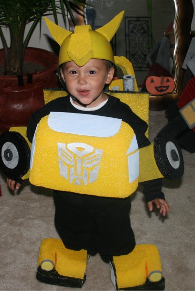 the transformer kidu0027s costumes are among some of the more popular costumes that boys are wearing at the moment and the bumblebee costume is one of the