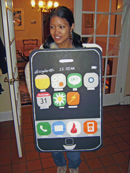 cardboard-iphone-costume