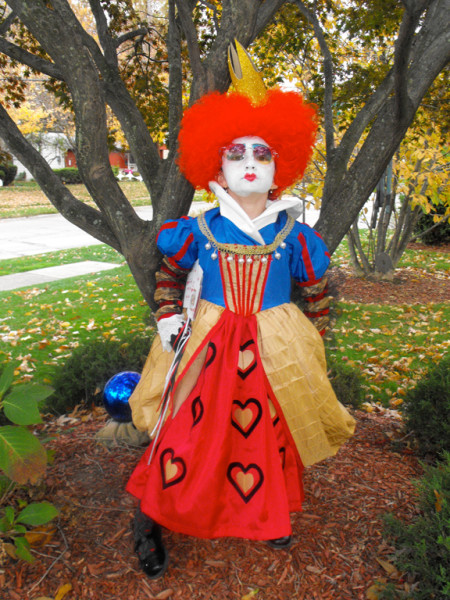 13 halloween costumes inspired by quentin tarantino films red queen of hearts costumes solutioingenieria Choice Image